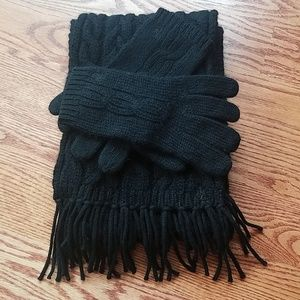 157449ef54ab3 Ralph Lauren black cable knit gloves and scarf